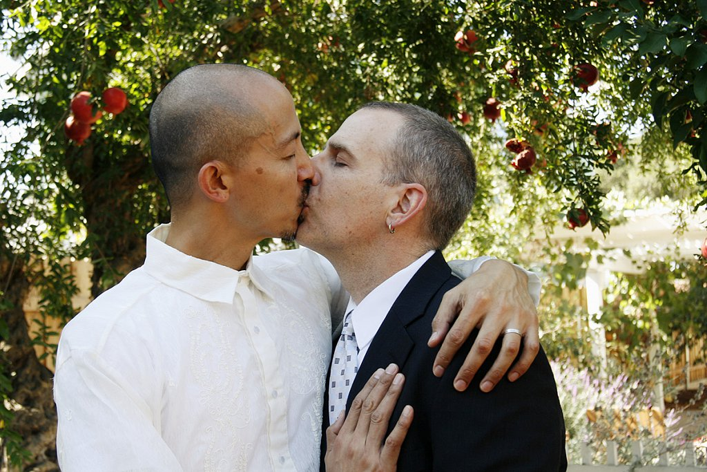 MG-6916-gay-wedding-kiss-embrace.jpg
