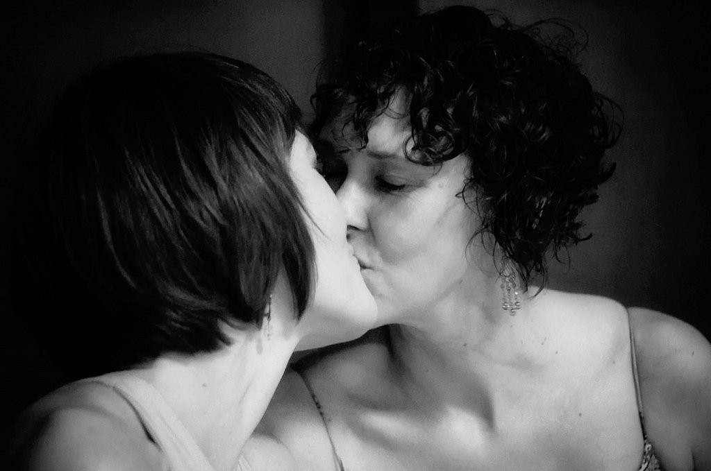 unitarian-same-sex-gay-wedding-kiss.jpg